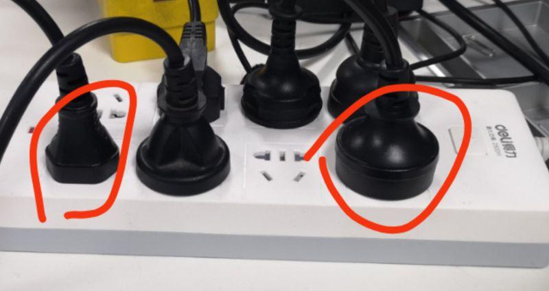 左边充电头是我们同事同款的充电器头,右边是我购买的充电器头