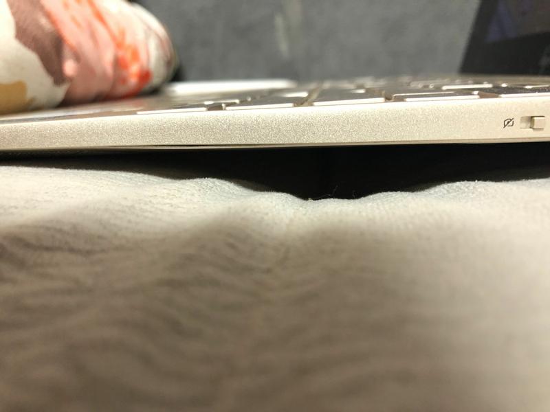 电脑底部用一段时间就鼓起来,用手可以按回去,但是用着用着又鼓起来了,请问是什么原因呀?