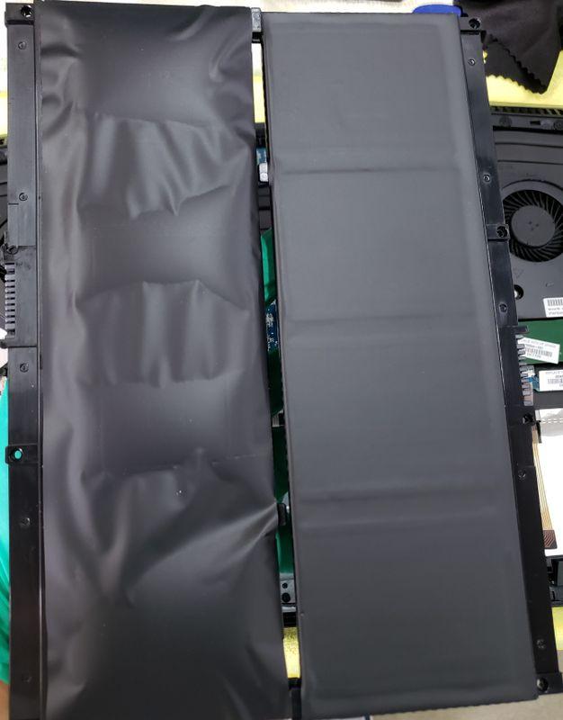 右边是我自费买的新电池