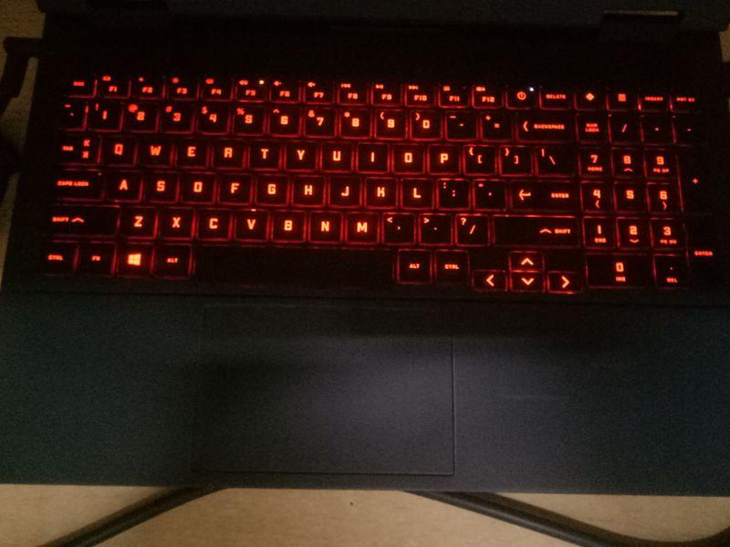 键盘上的静音键指示灯也由不亮变亮